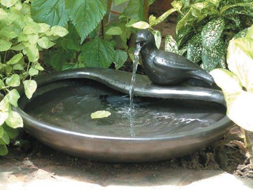 """Kleiner Vogeltränke Brunnen """"Taube"""" mit Solarpanel"""