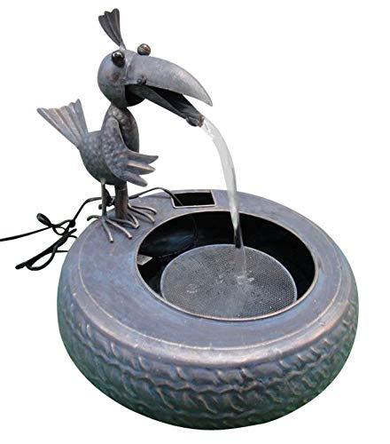 Metallbrunnen mit Vogel und Wasserfall