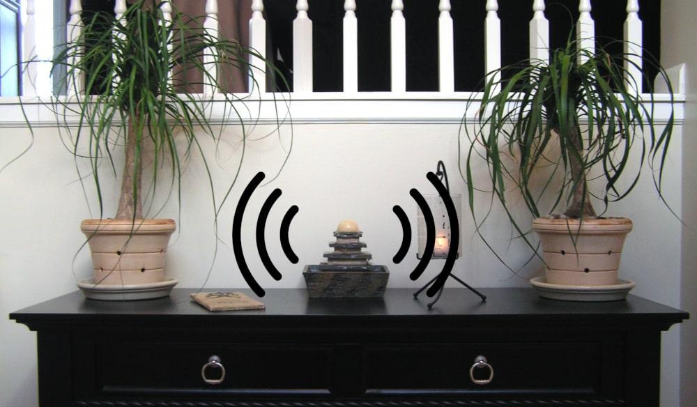 Zimmerbrunnen Geräusch und Wasserklang